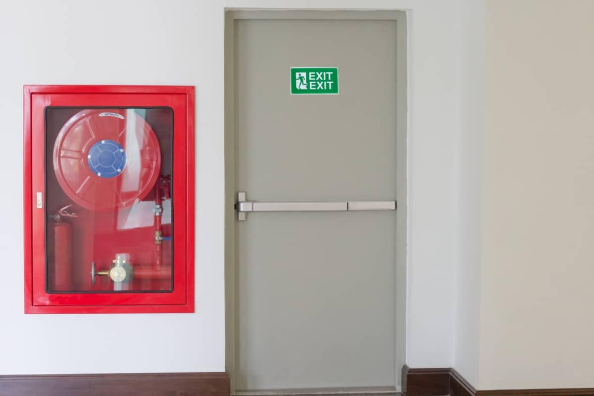 brandwerende deur plaatsen